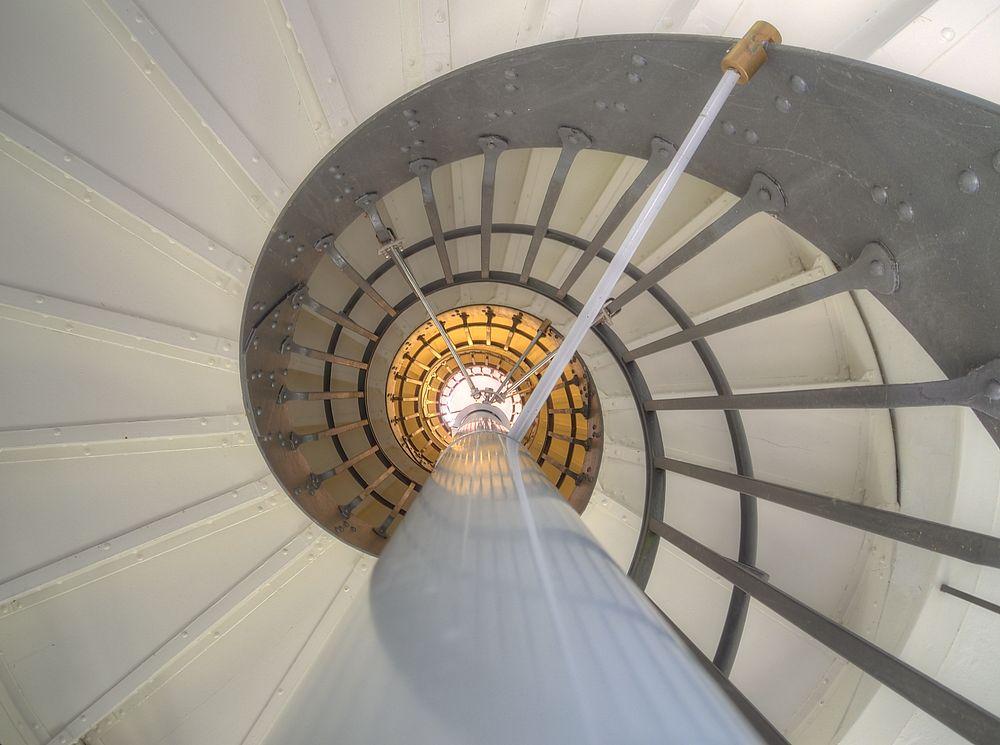 ./Wasserturm-Basel-Bruderholz-Treppenhaus-oben-zwischen-Wassertank-2000.jpg