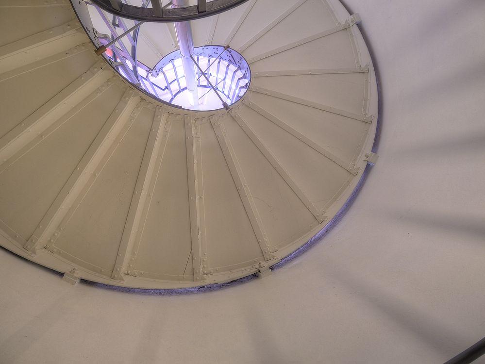 ./Wasserturm-Basel-Bruderholz-Treppenhaus-oben-zwischen-Wassertank-2070.jpg