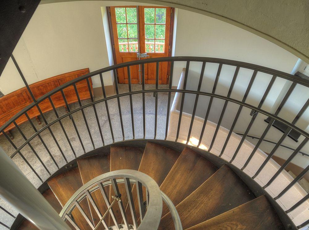 ./Wasserturm-Basel-Bruderholz-Treppenhaus-oben-zwischen-Wassertank-2090.jpg